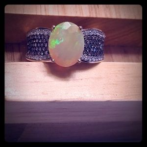 Opal ring w/real diamonds 14 kt yellow gold